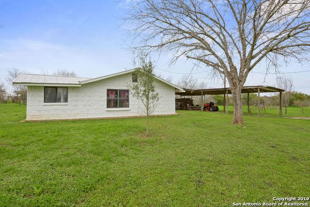 959 County Road 768, Devine, TX 78016 (MLS #1363984) :: Alexis Weigand Real Estate Group
