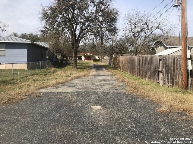 527 E Bandera Rd, Boerne, TX 78006 (MLS #1364125) :: NewHomePrograms.com LLC