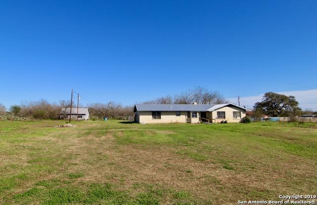 490 County Road 763, Devine, TX 78016 (MLS #1364698) :: Vivid Realty