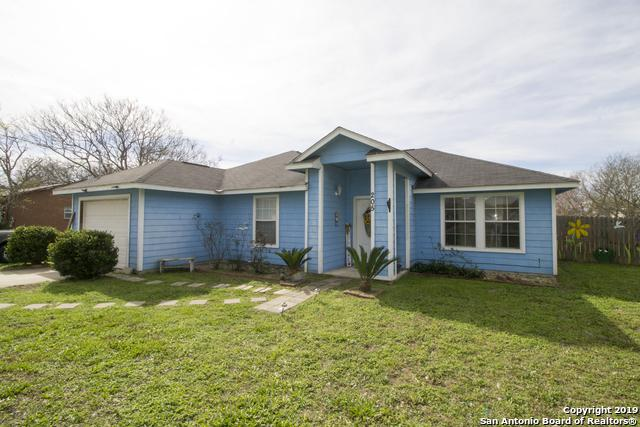 205 W Dilley Ave, Devine, TX 78016 (MLS #1364733) :: Vivid Realty
