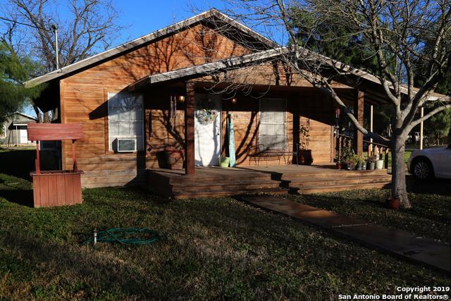 554 S Camp St, Uvalde, TX 78801 (MLS #1364758) :: The Castillo Group