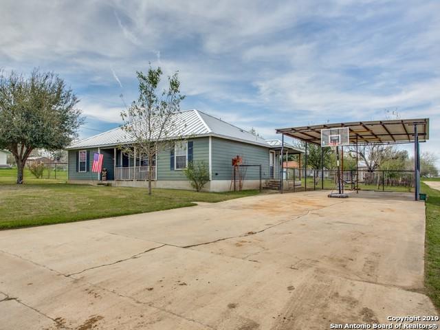 94 Burnett Ave, Charlotte, TX 78011 (MLS #1364788) :: Vivid Realty