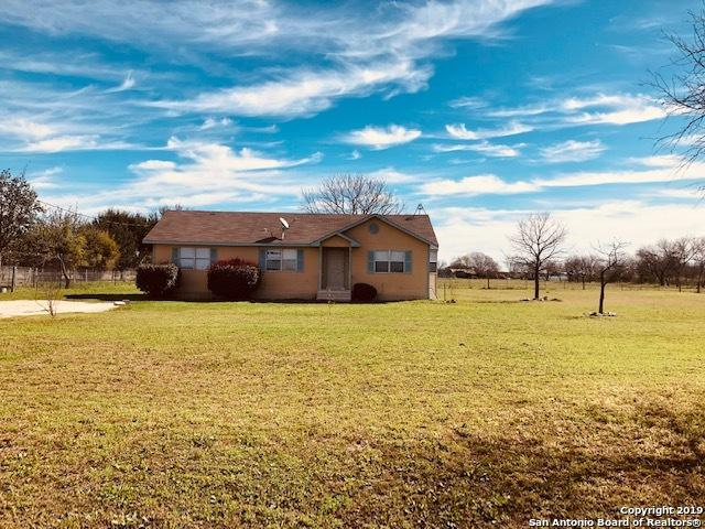1726 County Road 5710, Devine, TX 78016 (MLS #1364979) :: Exquisite Properties, LLC