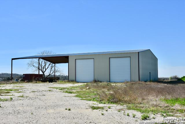 21105 Farm To Market 1303, Elmendorf, TX 78112 (MLS #1365185) :: Vivid Realty