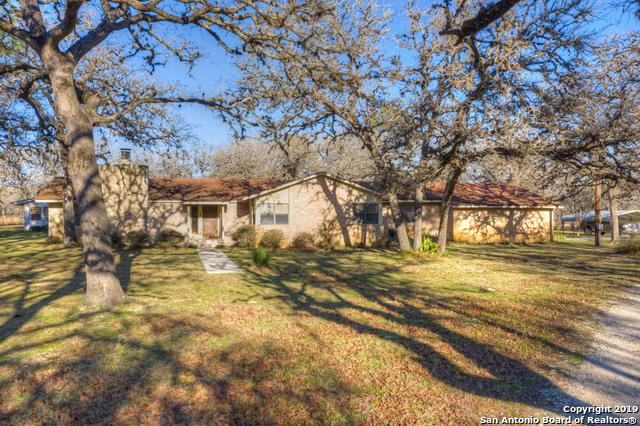 2740 Vivroux Ranch Rd, Seguin, TX 78155 (MLS #1365463) :: Erin Caraway Group