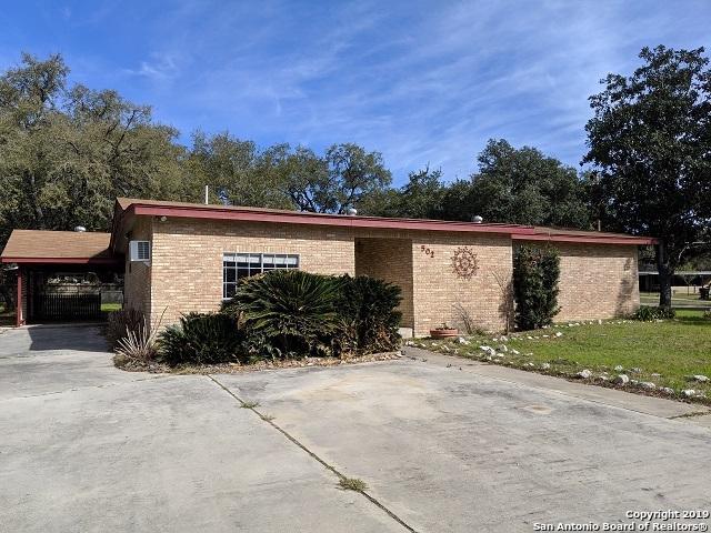 502 Monticello Circle, Devine, TX 78016 (MLS #1365586) :: Berkshire Hathaway HomeServices Don Johnson, REALTORS®