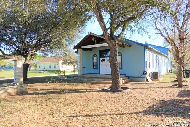 1200 E Pecos St, Pearsall, TX 78061 (MLS #1366067) :: River City Group