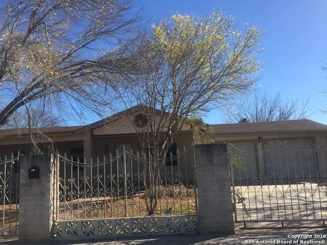 1103 N 11th St, Carrizo Springs, TX 78834 (MLS #1366621) :: BHGRE HomeCity