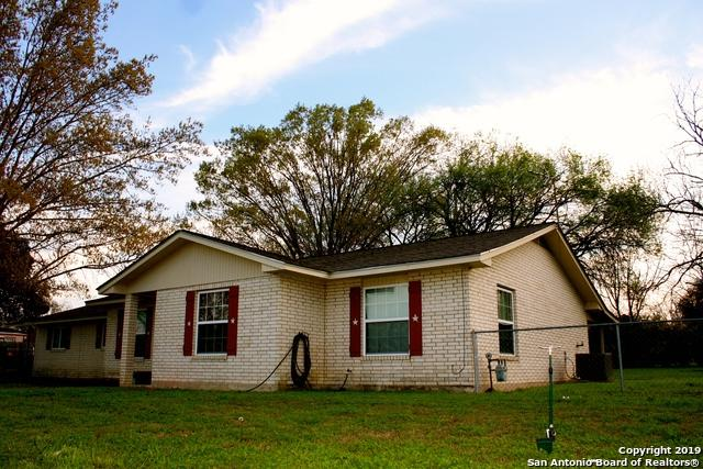 1703 Athens St, Castroville, TX 78009 (MLS #1366809) :: ForSaleSanAntonioHomes.com