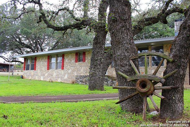 1614 Kendalia Rd, Blanco, TX 78606 (MLS #1367612) :: ForSaleSanAntonioHomes.com