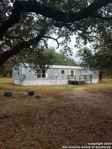 960 River Oaks Dr, Poteet, TX 78065 (MLS #1368286) :: Santos and Sandberg