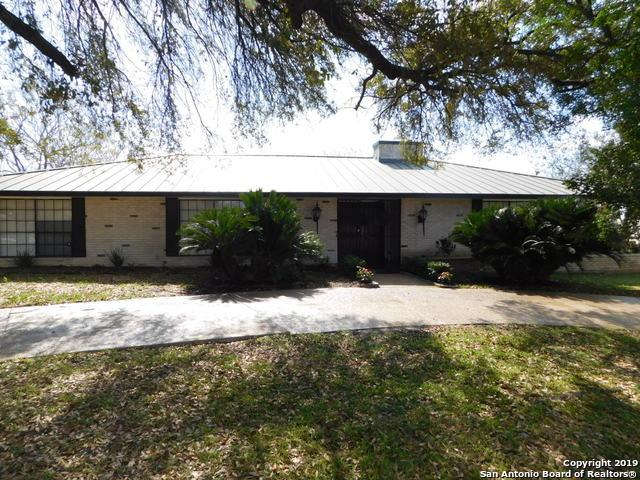 605 Squires Row, Castle Hills, TX 78213 (MLS #1369158) :: The Castillo Group
