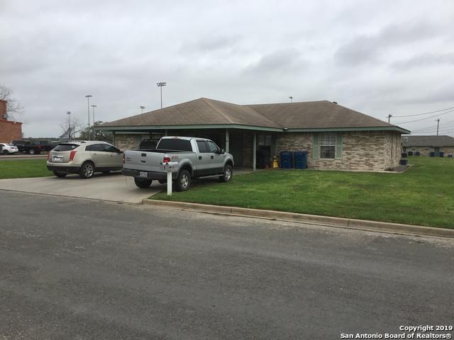 1046 Orts Dr, Pleasanton, TX 78064 (MLS #1369365) :: Vivid Realty