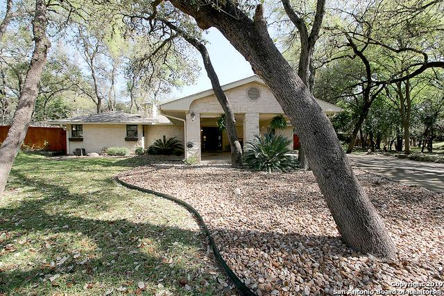 111 Mimosa Dr, Castle Hills, TX 78213 (MLS #1370176) :: The Mullen Group | RE/MAX Access