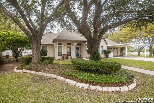 704 River Oak Dr, Seguin, TX 78155 (MLS #1370880) :: Berkshire Hathaway HomeServices Don Johnson, REALTORS®