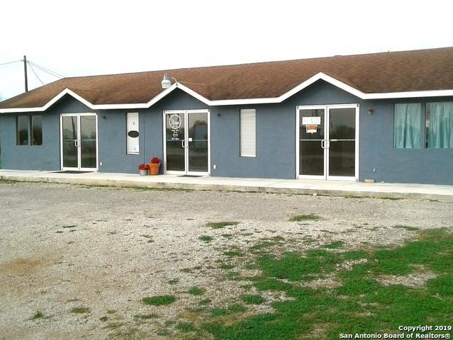 2405 Zanderson Ave, Jourdanton, TX 78026 (MLS #1371445) :: Alexis Weigand Real Estate Group