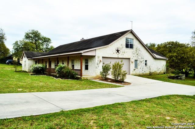1440 Country Hills Dr, La Vernia, TX 78121 (MLS #1371460) :: NewHomePrograms.com LLC