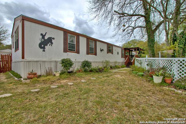 4206 Four Oaks Dr, Elmendorf, TX 78112 (MLS #1371581) :: Erin Caraway Group