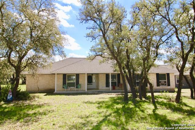 368 Oak Hills Rd, Pipe Creek, TX 78063 (MLS #1371930) :: ForSaleSanAntonioHomes.com