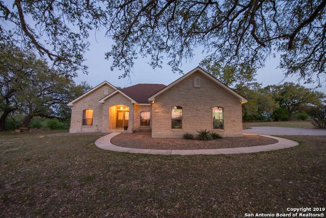 112 Abrego Lake Dr, Floresville, TX 78114 (MLS #1372953) :: Erin Caraway Group