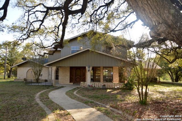 1902 Bentwood Dr, Floresville, TX 78114 (MLS #1373923) :: River City Group