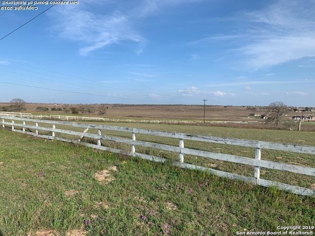 125 Oakmont Ln, La Vernia, TX 78121 (MLS #1374067) :: Alexis Weigand Real Estate Group