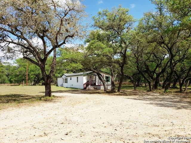 339 Flores Oaks Dr, Floresville, TX 78114 (MLS #1375588) :: River City Group