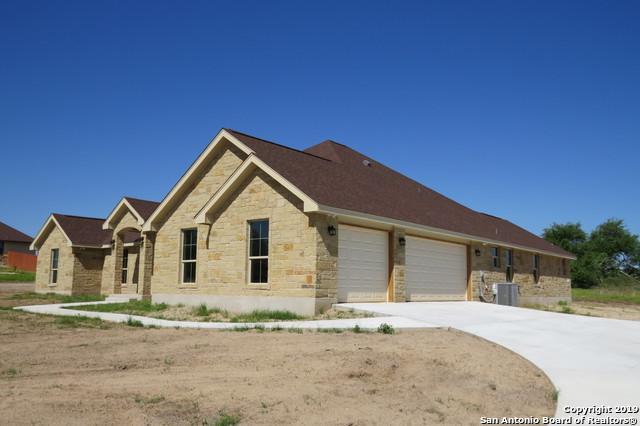 109 Abrego Lake Dr, Floresville, TX 78114 (MLS #1376670) :: River City Group