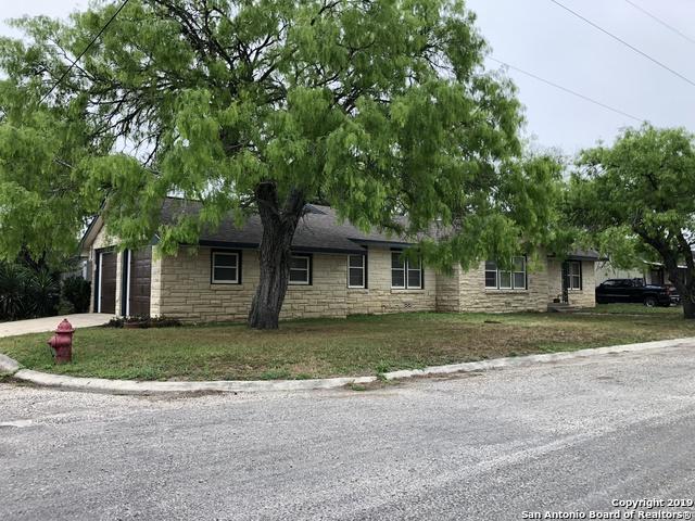 720 N Esplanade St, Karnes City, TX 78118 (MLS #1377423) :: Vivid Realty