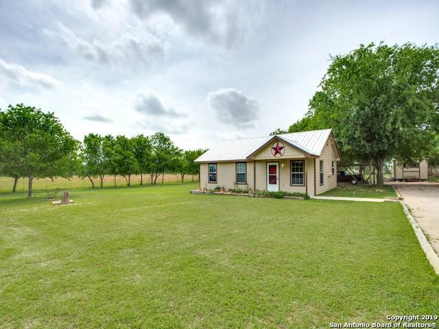 284 County Road 7710, Devine, TX 78016 (MLS #1377732) :: Vivid Realty