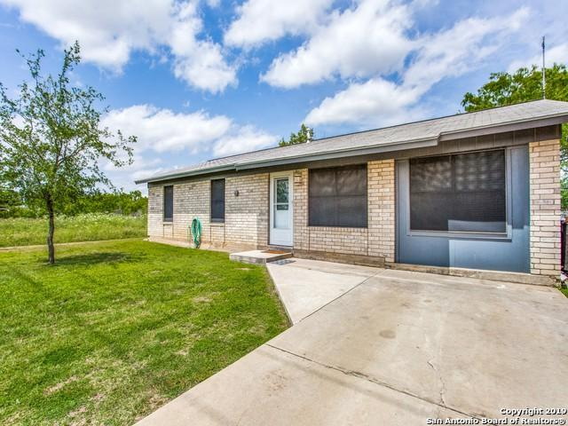 1101 Willow St, Jourdanton, TX 78026 (MLS #1377801) :: Vivid Realty