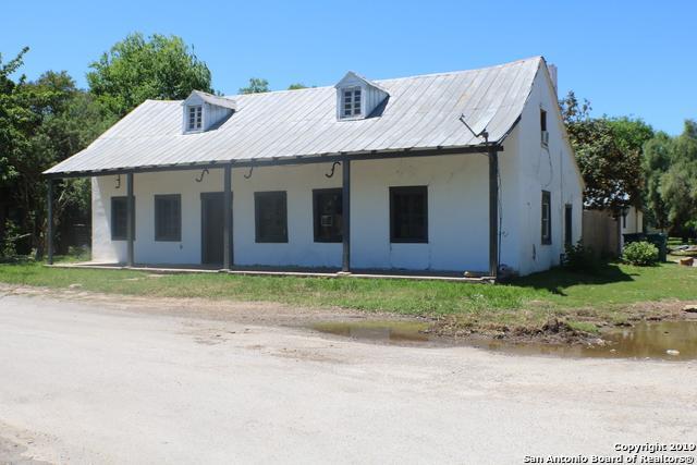 901 Vienna St, Castroville, TX 78009 (MLS #1378760) :: Berkshire Hathaway HomeServices Don Johnson, REALTORS®