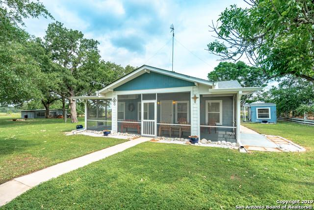 315 Twin Oak, Adkins, TX 78101 (#1378868) :: The Perry Henderson Group at Berkshire Hathaway Texas Realty