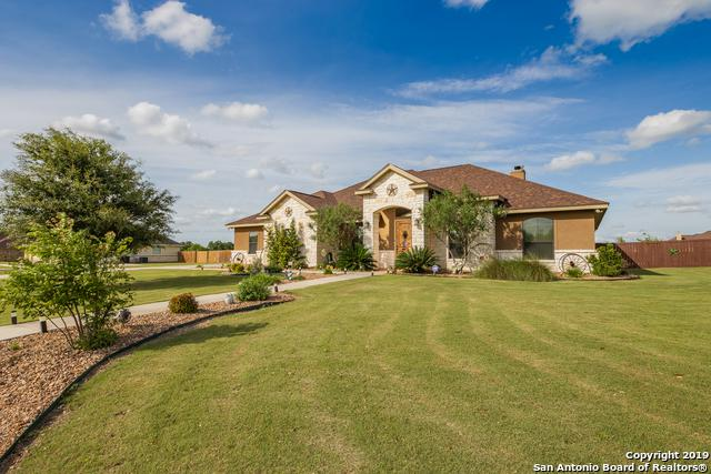 113 S Abrego Crossing, Floresville, TX 78114 (MLS #1378994) :: Erin Caraway Group