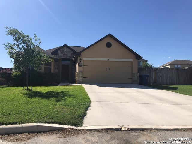 1865 Wayward, Pleasanton, TX 78064 (MLS #1379003) :: The Gradiz Group