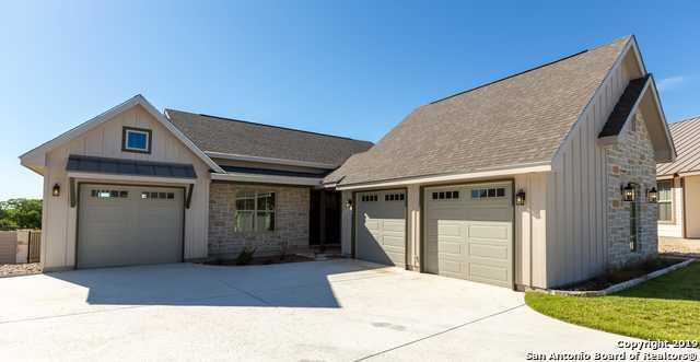 1044 Creswell Ln, Kerrville, TX 78028 (MLS #1379189) :: The Gradiz Group