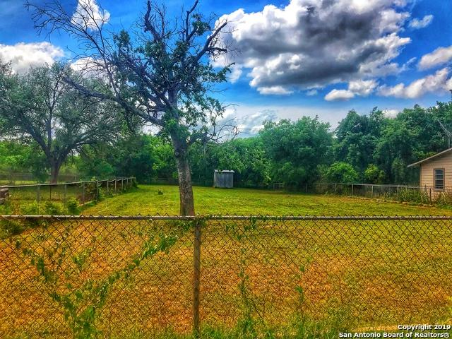806 Zig Zag Ave, Devine, TX 78016 (MLS #1379567) :: The Mullen Group | RE/MAX Access