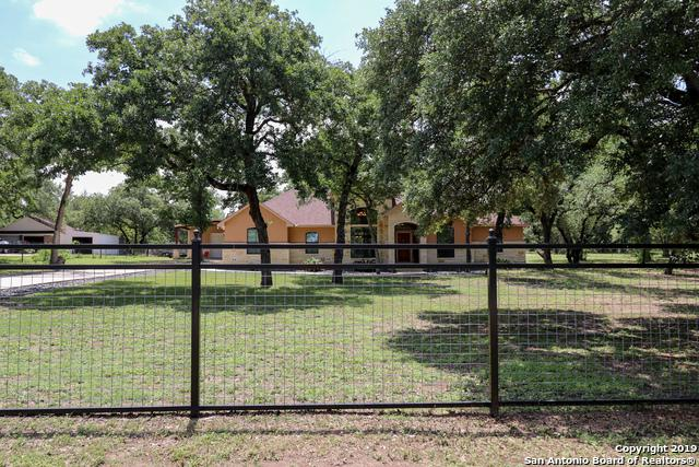 856 Paddy Rd, Floresville, TX 78114 (MLS #1381765) :: The Castillo Group