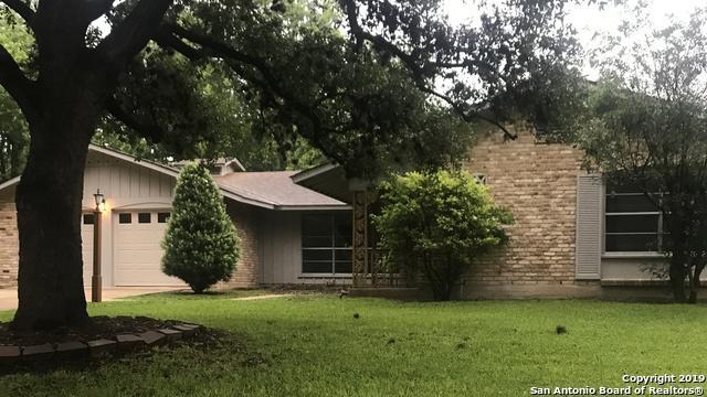 320 Towne Vue Dr, Castle Hills, TX 78213 (MLS #1382330) :: Erin Caraway Group