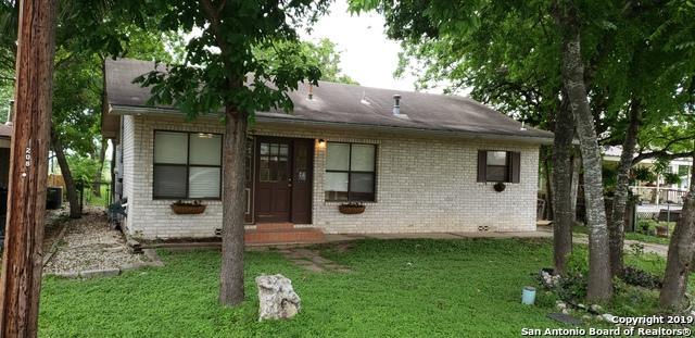 212 E Krueger St, Marion, TX 78124 (MLS #1383378) :: Tom White Group