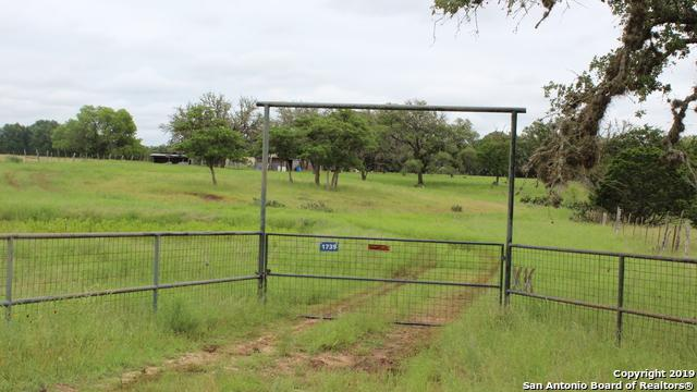 1739 Rohrbuch Rd, Pipe Creek, TX 78063 (MLS #1384222) :: Santos and Sandberg