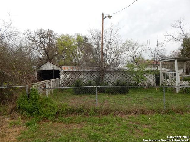 300 W Park Ave, Devine, TX 78016 (MLS #1384266) :: The Castillo Group