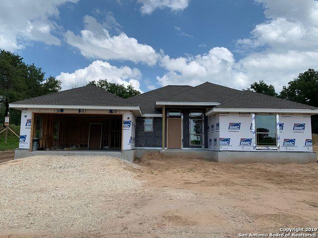 120 Great Oaks Blvd, La Vernia, TX 78121 (MLS #1384811) :: Glover Homes & Land Group