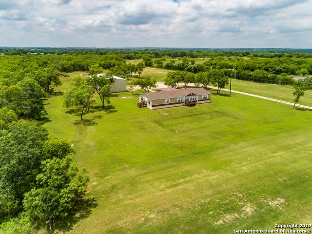 1135 County Road 6610, Devine, TX 78016 (MLS #1385175) :: Erin Caraway Group