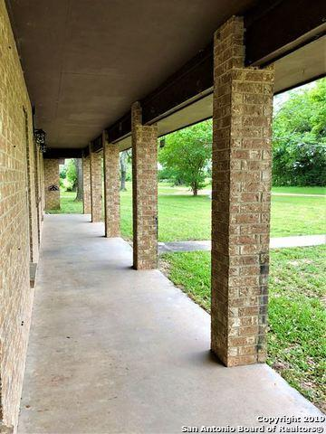 231 Private Road 1004, Hallettsville, TX 77964 (MLS #1385294) :: The Castillo Group