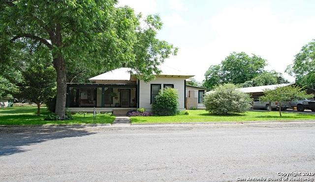 1203 25TH ST, Hondo, TX 78861 (MLS #1385398) :: Glover Homes & Land Group