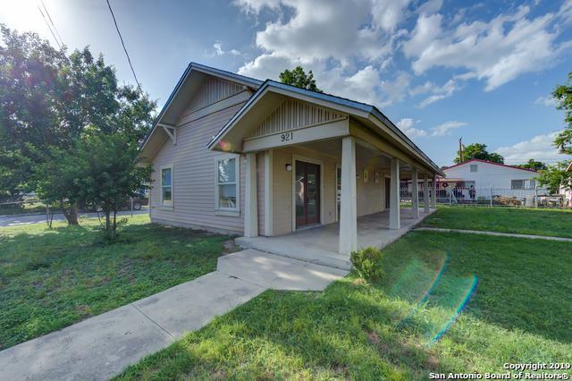 921 San Carlos St, San Antonio, TX 78207 (MLS #1386509) :: Alexis Weigand Real Estate Group