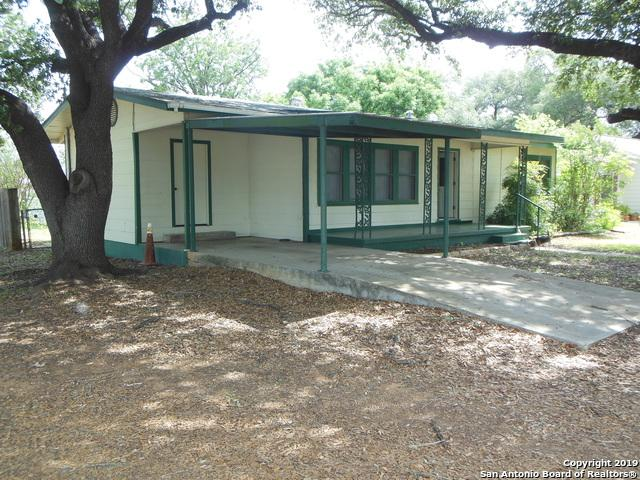 405 E Trinity St, Pearsall, TX 78061 (MLS #1386969) :: ForSaleSanAntonioHomes.com