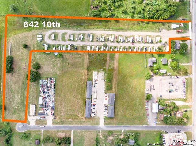 642 10TH ST, Floresville, TX 78114 (MLS #1388957) :: Exquisite Properties, LLC