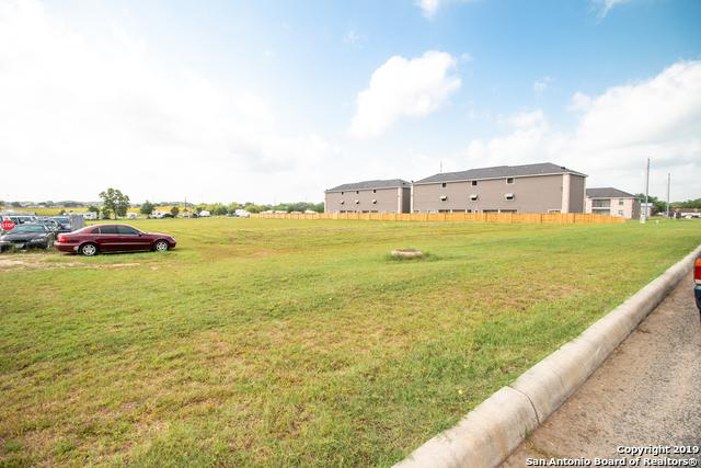 116 Lone Oak Dr, Floresville, TX 78114 (MLS #1388959) :: Exquisite Properties, LLC